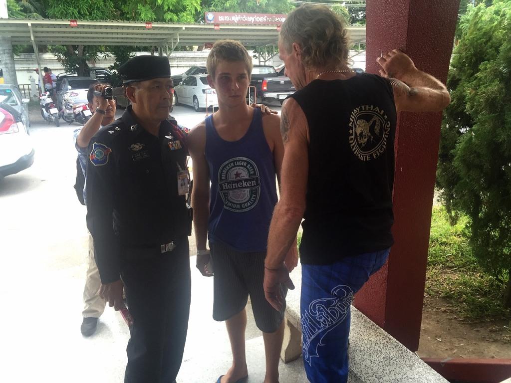 aus tourist fight